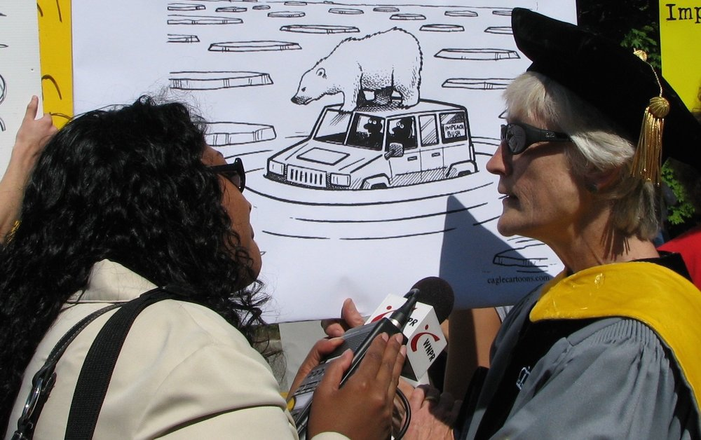 A WNPR (National Public Radio) reporter interviews a scientist protesting at the corner of Mohegan Ave. and Williams St. in New London, Connecticut.Image by Sage Ross, USA, 2007.
