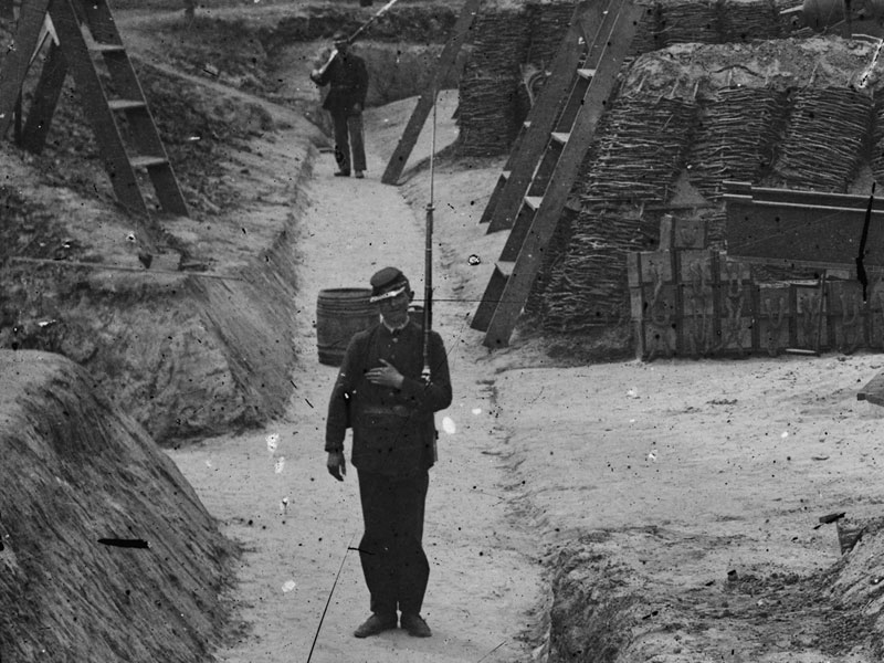 May, 1862. In Battery No. 1 at Yorktown, Va., the man in the foreground wears dark blue pants while a man in the background has light blue. (LOC#: LC-DIG-cwpbh-03378)