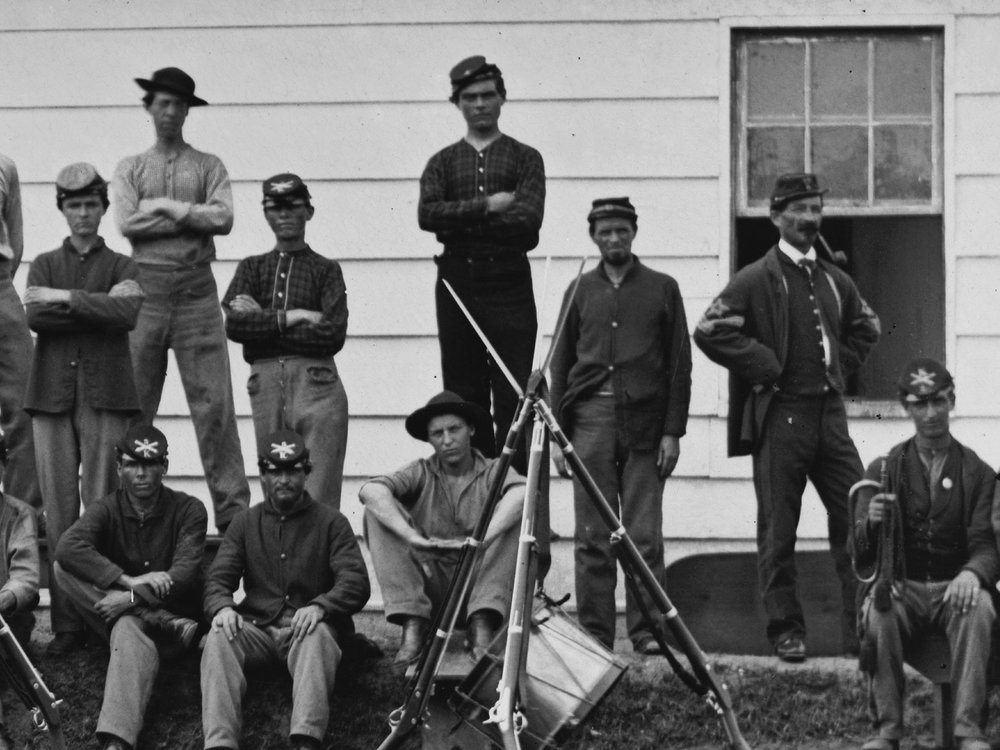September, 1865 Even later in 1865, an enlisted man in the Massachusetts Heavy Artillery at Ft. Stevens is seen in dark blue trousers. The Ordnance Sgt. might also have dark blue pants, but it is difficult to tell. (LOC#: LC-B817-7897)