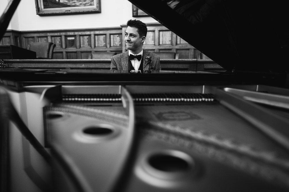 The groom on the piano