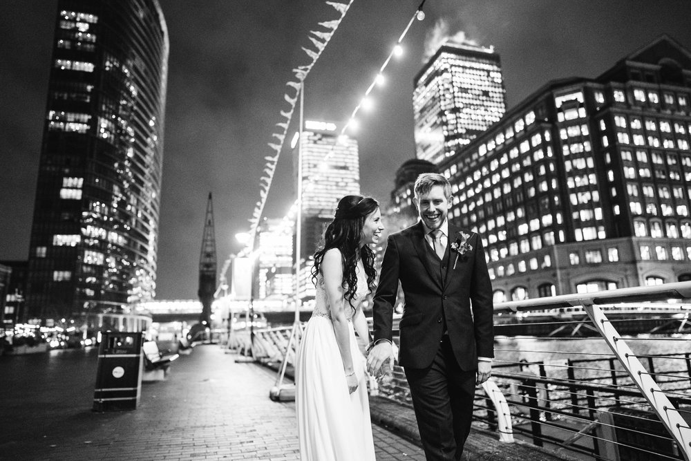 Bride and Groom go for a walk in Canary Wharf