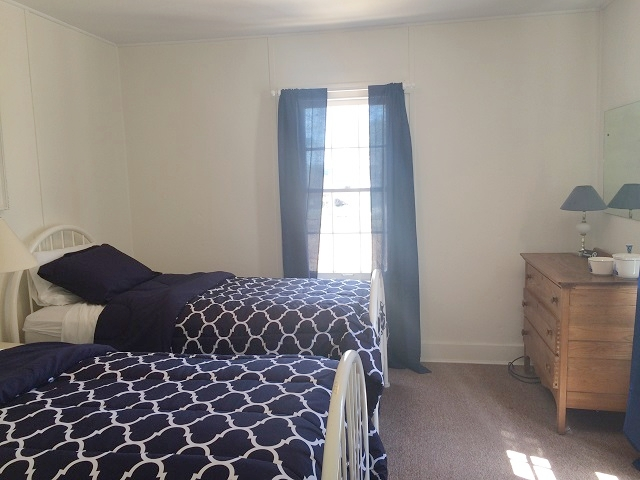 Rexwood- bedroom, 2 twins.jpg