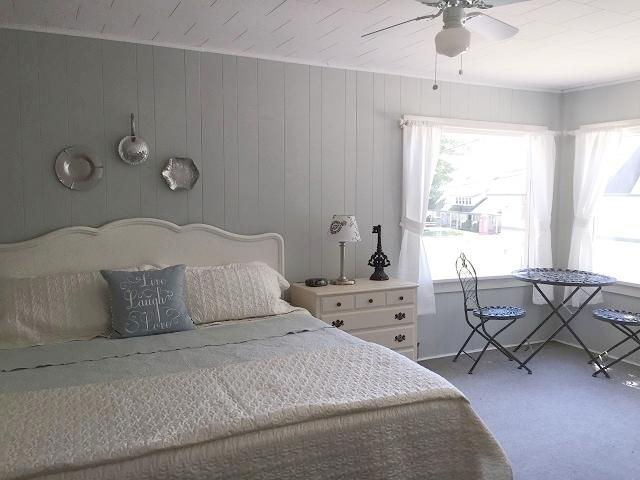 Lakeview- bedroom, king.jpg