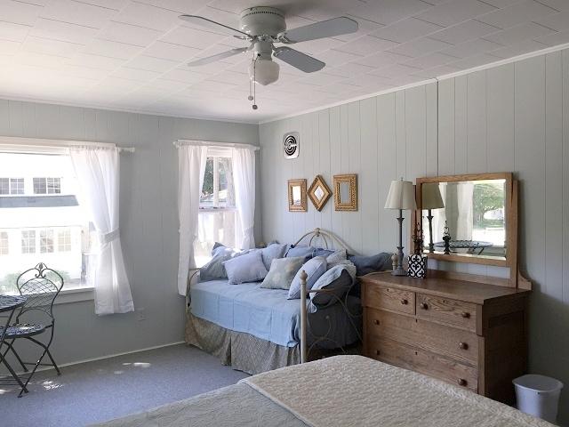 Lakeview- bedroom.jpg
