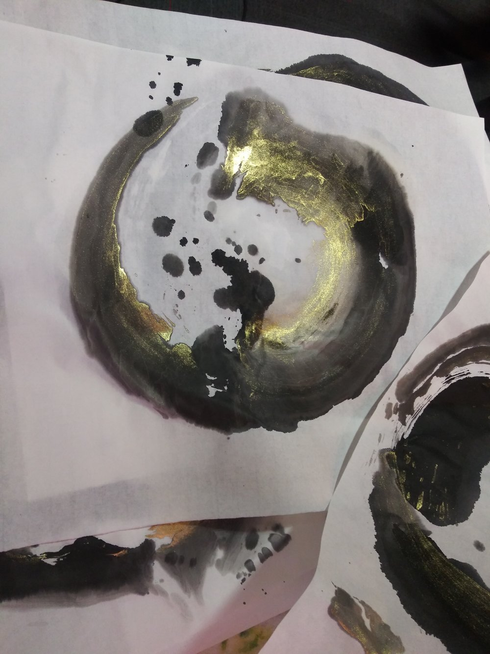 18pro11-sumi-and-gold-enso.jpg