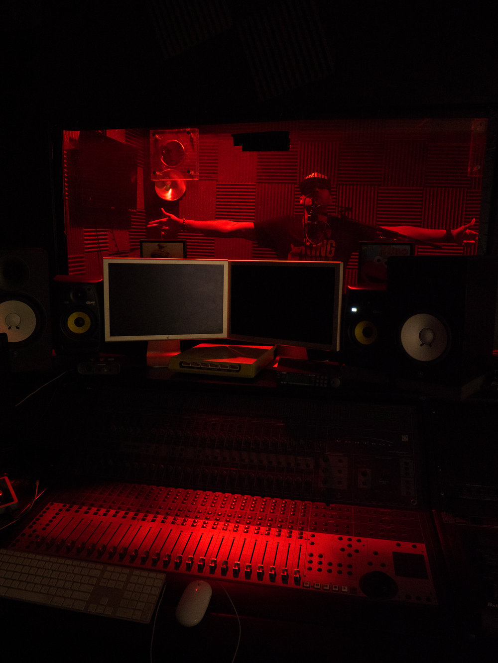 amiss in studio-2066240.jpg