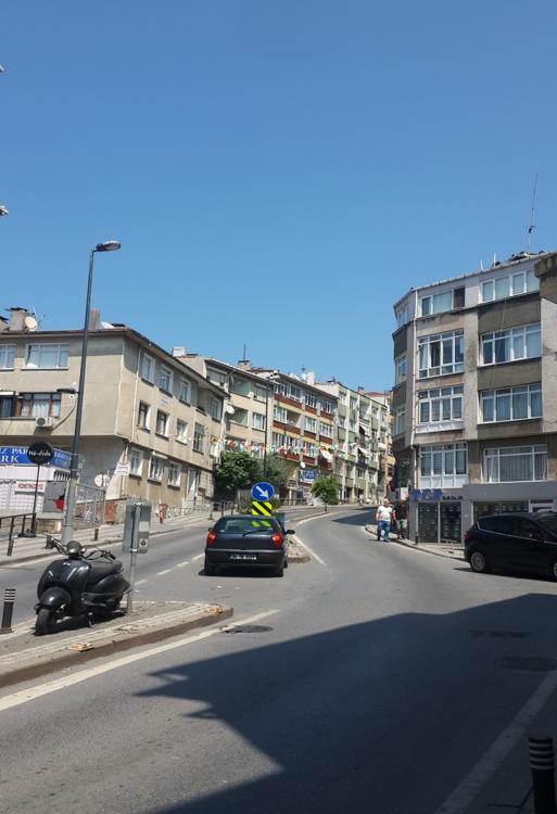 The steep road up the hill of Üsküdar neighborhood.