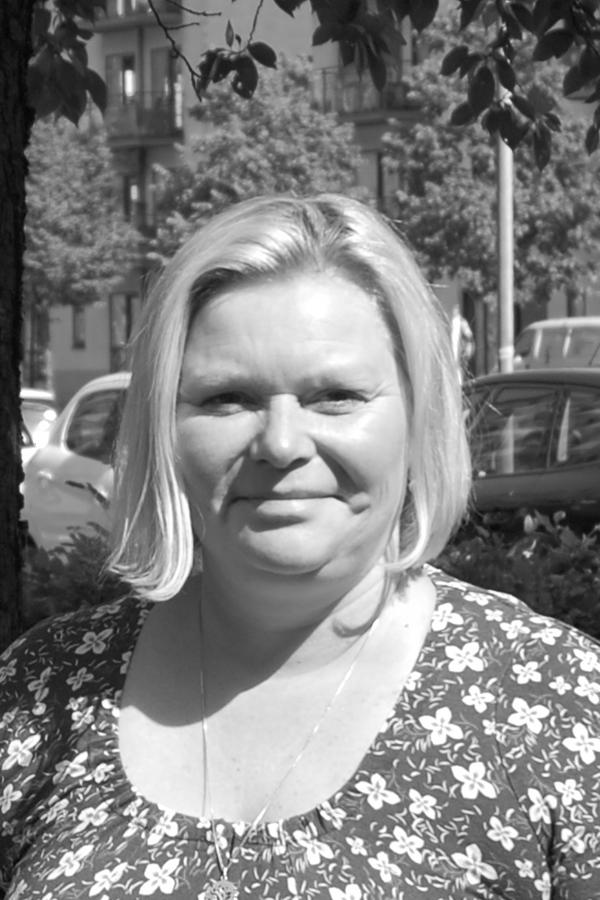 Michaela EsbjergPædagog / Ejer - Hun er uddannet pædagog i 2002 og skrev speciale om unge misbrugere under 18 år. Michaela har 17 års erfaring i pædagogfaget og har arbejdet med – især udsatte – unge hele sit voksenliv. Hun har bl.a. arbejdet med unge misbrugere på Vesterbro i to år, og siden 2004 har hun arbejdet i en ungdomsklub på Østerbro, hvor hun også har været leder fra 2006 til 2009.I klubben fungerede Michaela også som kontaktperson for de unge, dvs. at hun hjalp dem med hverdagsting, kontakt til skole, gik med i retten, til jordemor osv.E-mail:mille@base2.dkMobil: 50 99 96 68