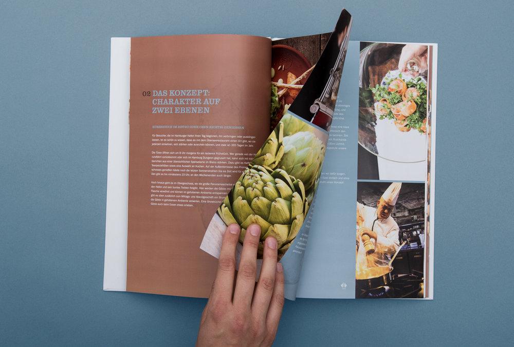 """Ansicht einer Doppelseite im Buch """"Übersee Restaurant"""" – von sons of ipanema für Maison van den Boer"""