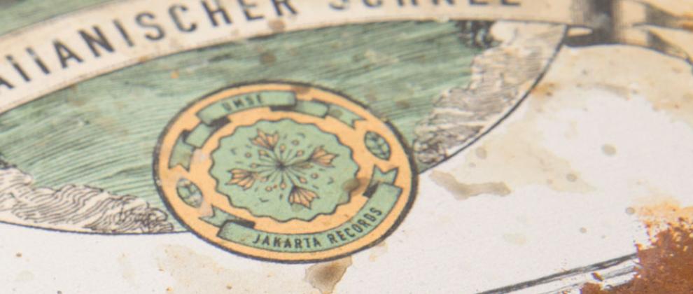 """Verpackung rostige Metallbox für """"Hawaiianischer Schnee"""" von Umse. Erschienen auf Jakarta Records, Artwork von den sons of ipanema in Köln."""