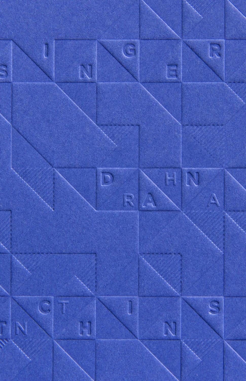 Cover des 8 faces Magazins für Typografie aus Bristol. Gestaltet von den sons of ipanema. Titel mit Muster aus Dreiecken als Blindprägung.