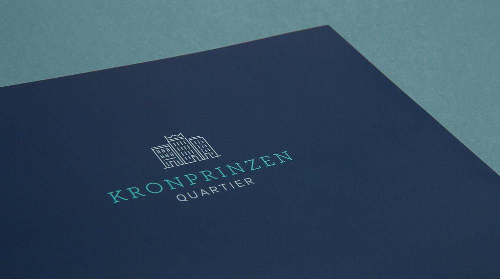 Coporate Design, Gestaltung eines Logos für das Immobilien Projekt Kornprinzen Quartier in Aachen. Art Direction und Gestaltung von den sons of ipanema in Köln.