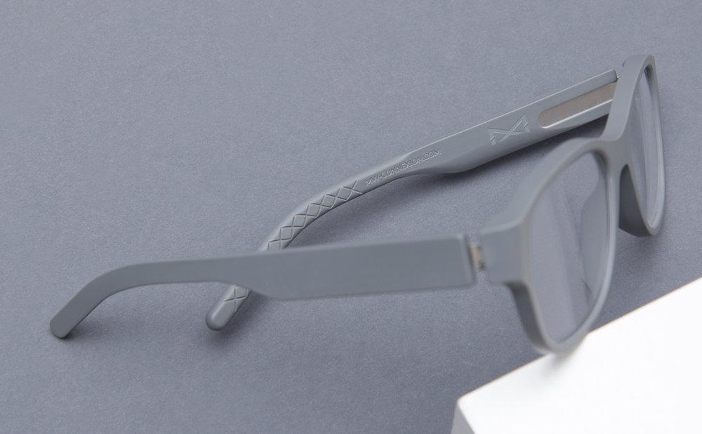 Aus Martin & Martin und Whiteout & Glare wird die Brillenmarke CONNEXION. Die sons of ipanema aus Köln liefern Logo,Corporate Design, eine Broschüre und einen kurzen Video Clip.