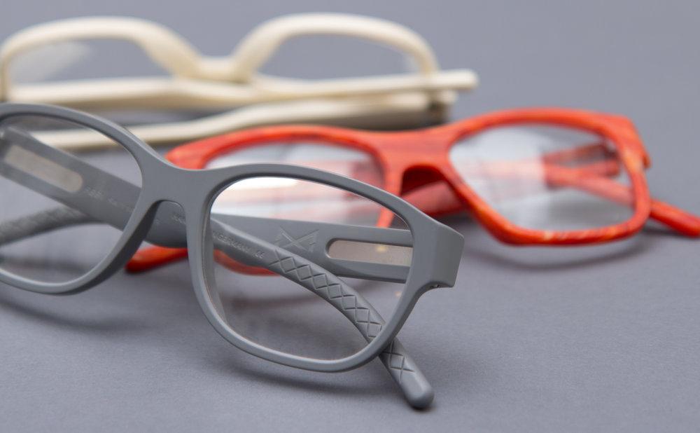Aus Martin & Martin und Whiteout & Glare wird die Brillenmarke CONNEXION. Die sons of ipanema aus Köln liefern Logo und Corporate Design und einen kurzen Video Clip.