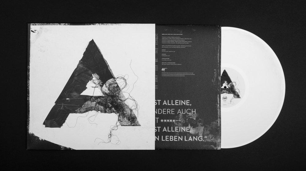 Vinyl Irgendwie von Love A gestaltet von den sons of ipanema in Köln. Typografie A, Schwarz-Weiß Gestaltung.