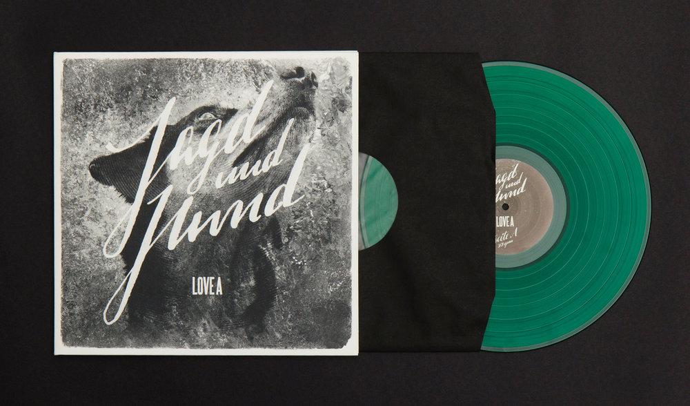 """Die sons of ipanema haben das Album """"Jagd und Hund"""" inklusive Torposter, Digi-Pack und Vinyl der Band Love A gestaltet. Entstanden sind auch zwei Musikvideos."""