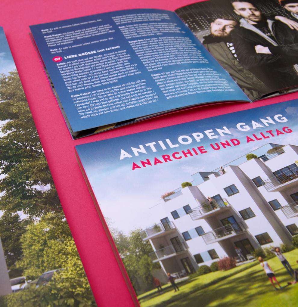 Doppel-CD und Booklet mit dem Text Liebe Grüsse von dem Album Anarchie und Alltag. Von der Antilopen Gang Gestaltung von den sons of ipanema aus Köln