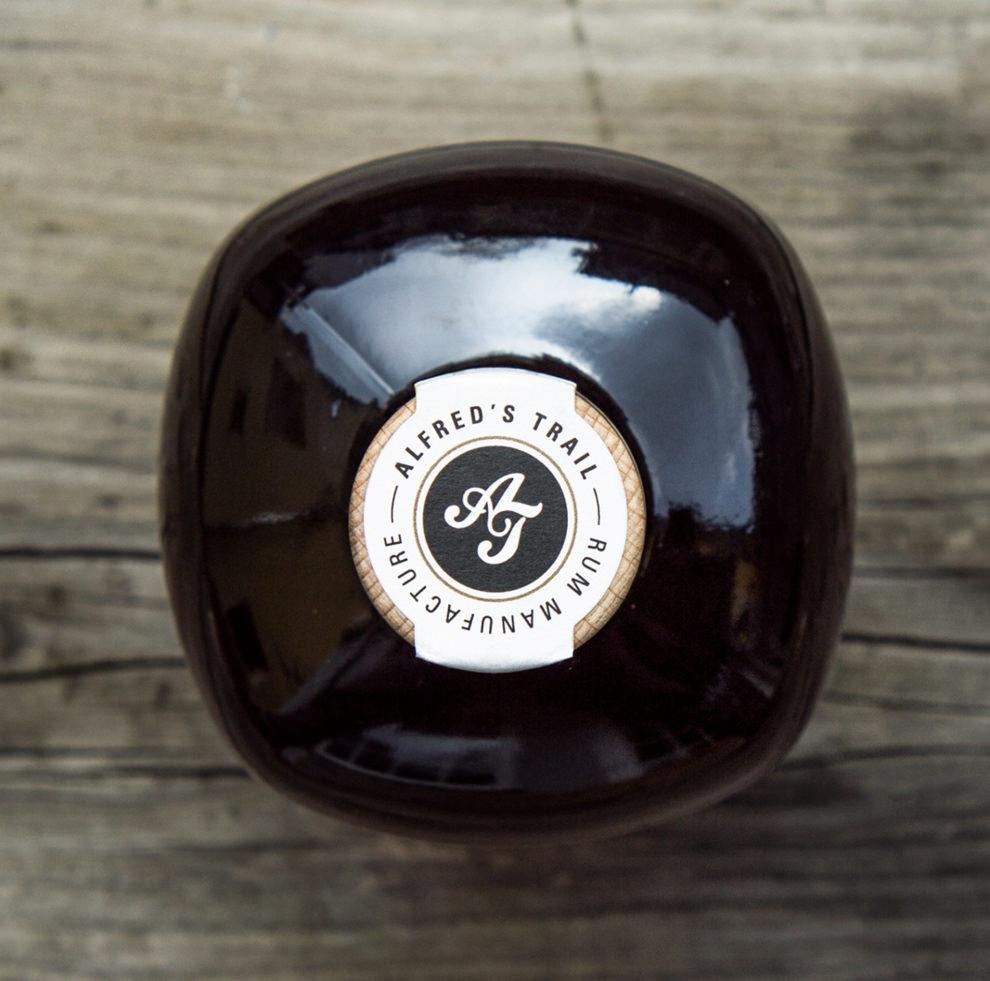 Flasche mit Logo von Alfred´s Trail Rum Manufacture für Number Nine Distillery gestaltet von den sons of ipanema, einem Grafikbüro aus Köln.