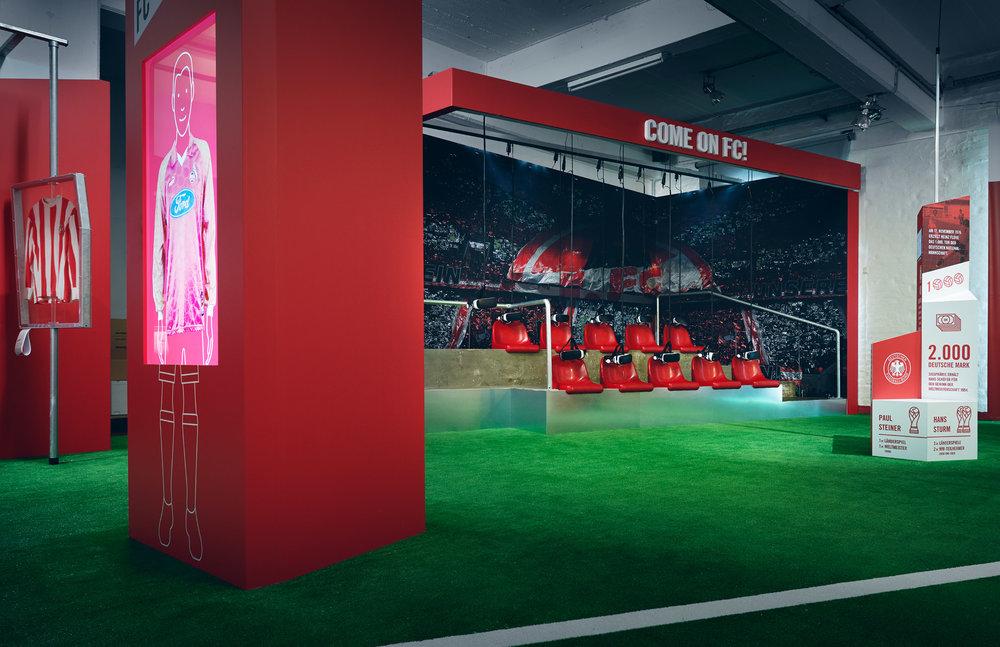 """Ausstellung """"70 Jahre FC – Die Ausstellung"""" im Deutschen Sport & Olympia Museum in Köln // realisiert von Buntebrause (Lead Agentur), designbauwerk (Ausstellungsarchitektur) und sons of ipanema (Ausstellungsdesign)"""