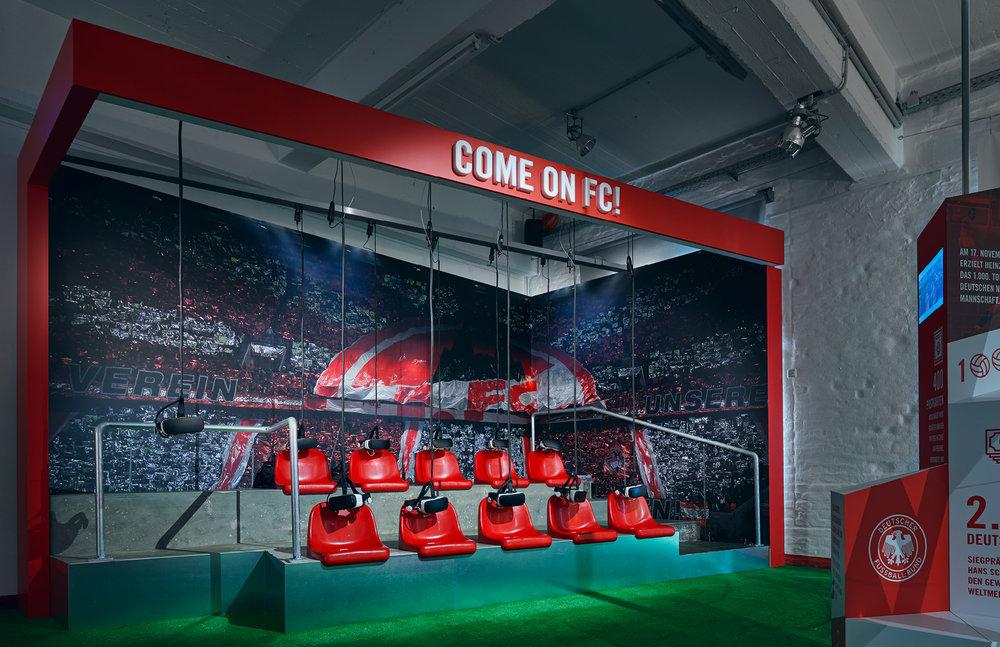 Virtual Reality im Deutschen Sport & Olympia Museum mit 360° Videos anlässlich der Ausstellung des 1. FC Köln: 70 Jahre FC – Die Zeiten ändern sich, das Gefühl bleibt. (Ausstellungsdesign: sons of ipanema, buntebrause, designbauwerk)