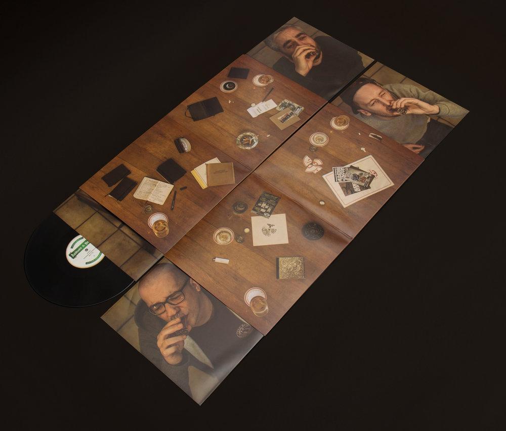 Audio und Yassin Album ausgefaltet.