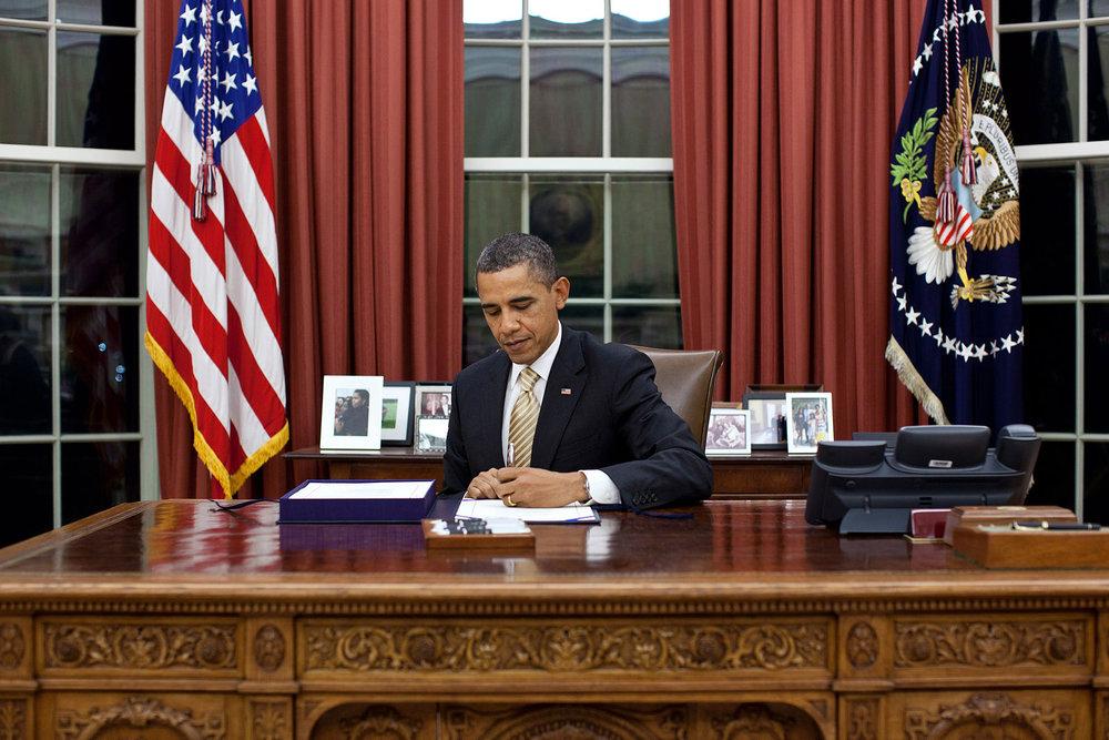 Barack_Obama_signing.jpg