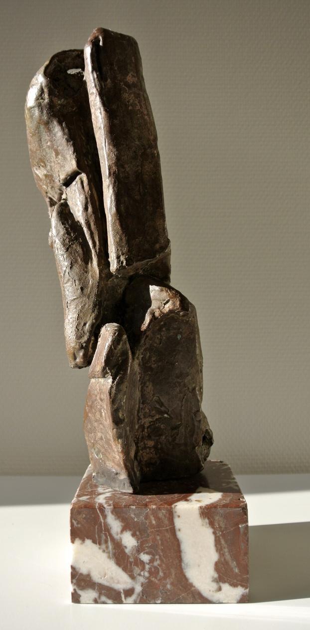 Martine Hennebel - Untitled - 40 cm hoog - Bons op marmer