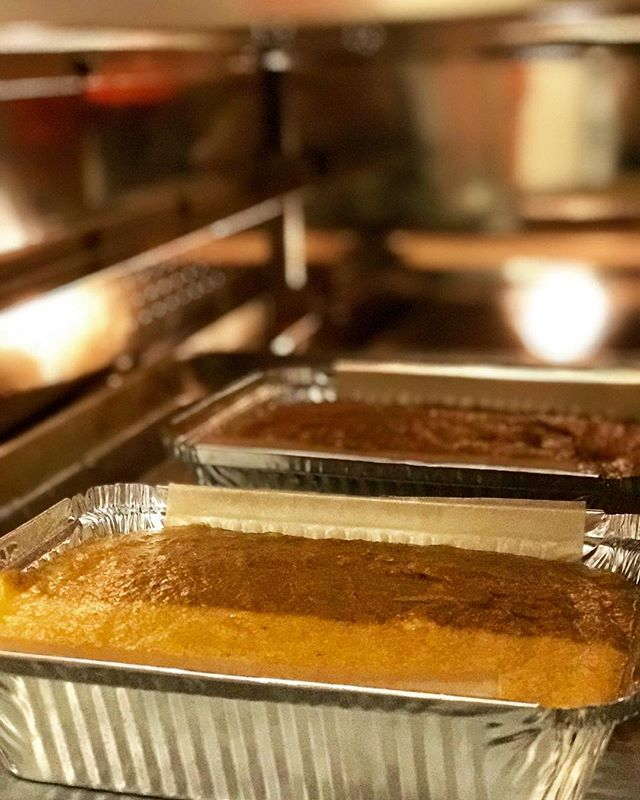 Baking off two take home loaves of our infamous #pumpkinbread for customers to take to their holiday parties! We are now offering loaves of pumpkin, banana and #chocolatechunkbanana to take home for yourself or to share with family and friends! Come down and pre-order today! #thanksgiving #holidayparty #detroiteats #eurestdetroit #eurestculinary #eurestohiovalley #thanksgivingprep #thanksgivingdinner #thanksgivingsweets