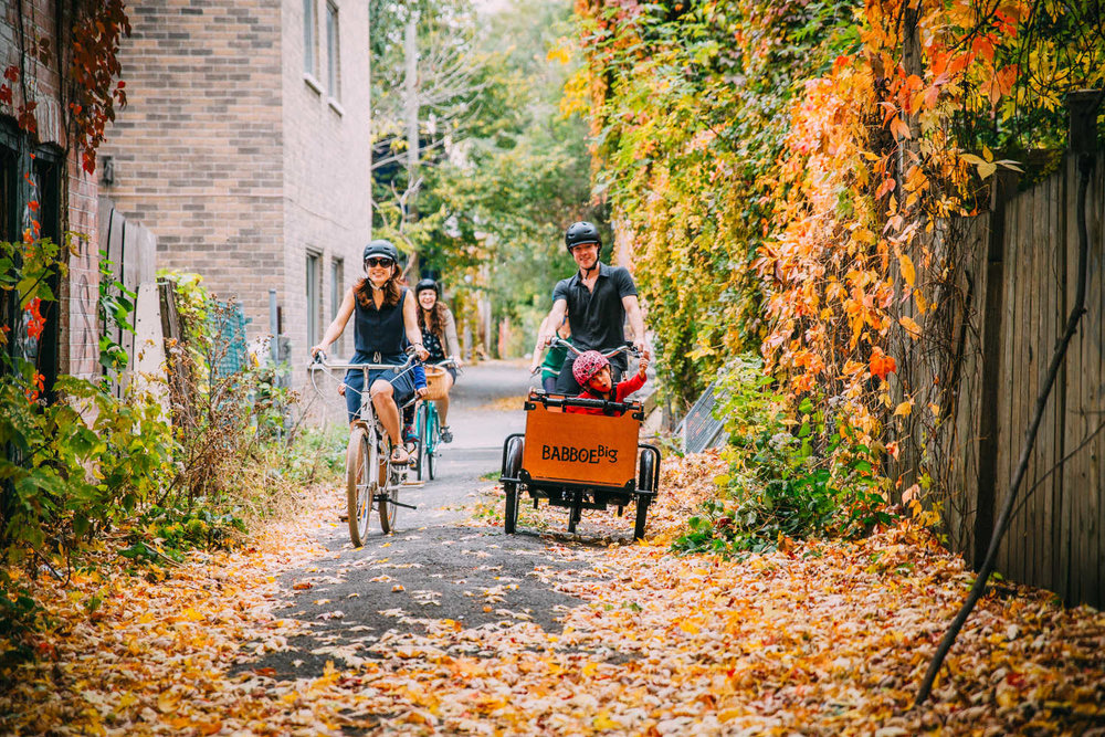 Copy of family ride laneway Plateau Montreal
