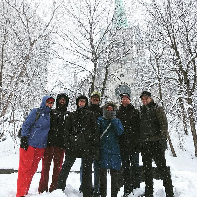 Most beautiful snowfall of the season during our River to Mountain #walkingtour yesterday! #montrealmoments #montrealwinter #hivermontréal #oldmontreal  #wedlovetoshowyouaround
