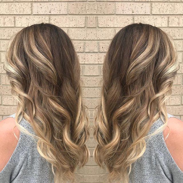 Stunner 🙌🏻 #balayage #moneypiece #hairpainting #schwarzkopfprofessional #redkenshadeseq #carrolltontx #haircolor #hairstylist