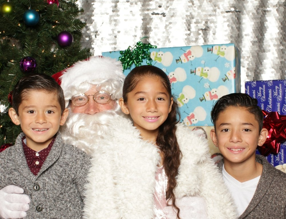 Snapshots with Santa 2017 - Presented by The Art House, Gilbert, AZ12/03/2017 & 12/04/2017