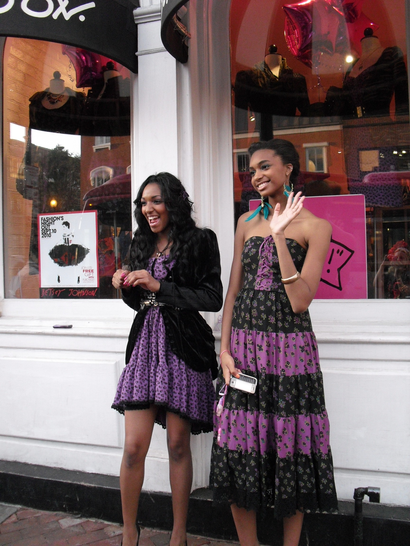 Models in front of Betsey Johnson, Georgetown