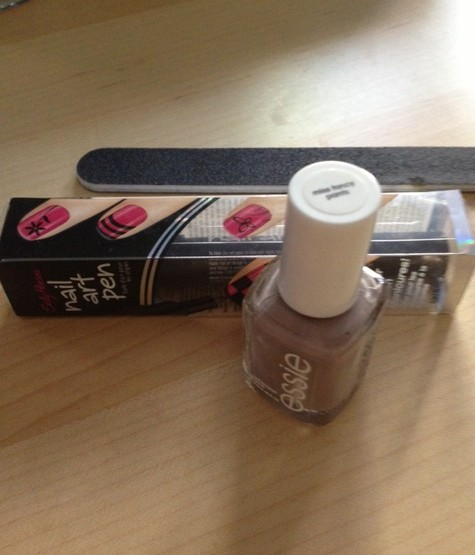 DIY Outline Nail Polish Art Products