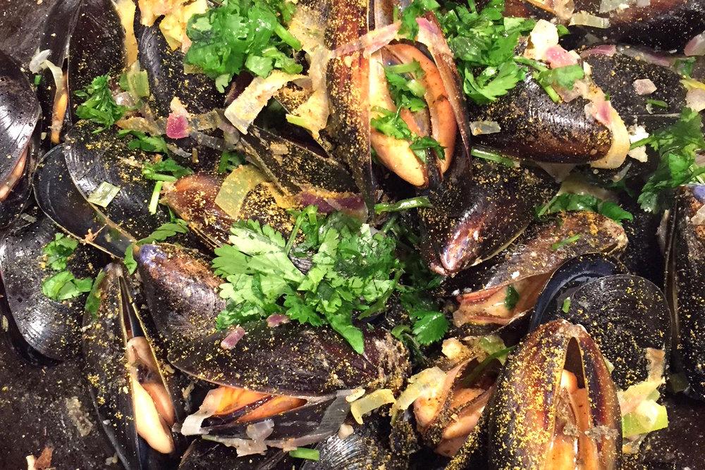 Mussels in Skillet_crpd_2019.jpg