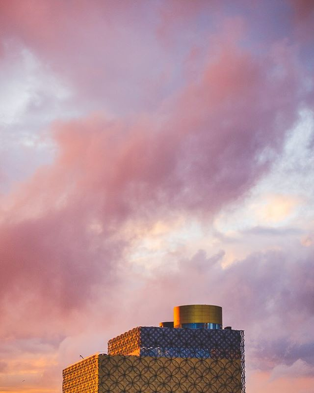 Cotton candy skies over Brum (re-edit) • Birmingham's library is unique, isn't it? Hands up if you can't wait for all the works around there to be over! 🙋🏻♀️ They are taking forever! 😅 •  #bbcmidlands #bestunitedkingdom #bhamgram #bhamvisuals #birminghamlife #birminghamuk #brum #brummie_gems #brumpic #brumrise #brumset #d610 #discoverbritain #everydaybrum #igersbirmingham #igersbirminghamontour #iluvbrum #jessopsmoments #mybritain #nikoneurope #nikonschooluk #notiphone #photosocuob #thisisbham #uk_shooters #weallshootphotos #westmidlands #westmidsphotocollective #wexphoto #visitbirmingham
