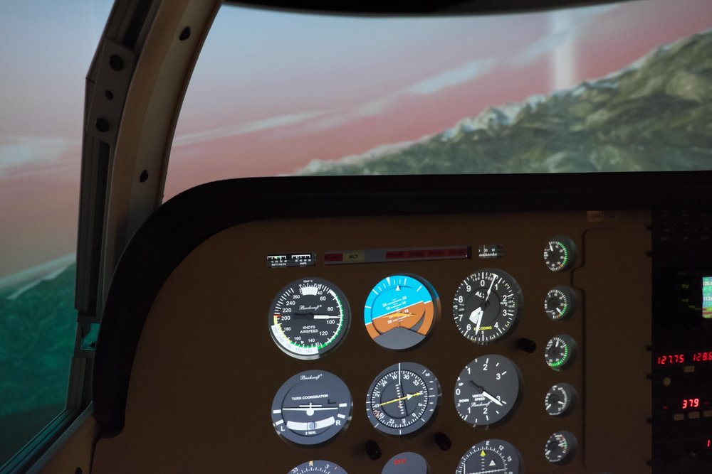 - ‣ Complete instrument panel‣ Functional radios and transponder‣ 1G-650, 1G-750, and 1G-1000 are all available avionics options. ‣ Single or multi-engine instrument display‣ High fidelity force feedback control loading provides highly realistic control yoke feel