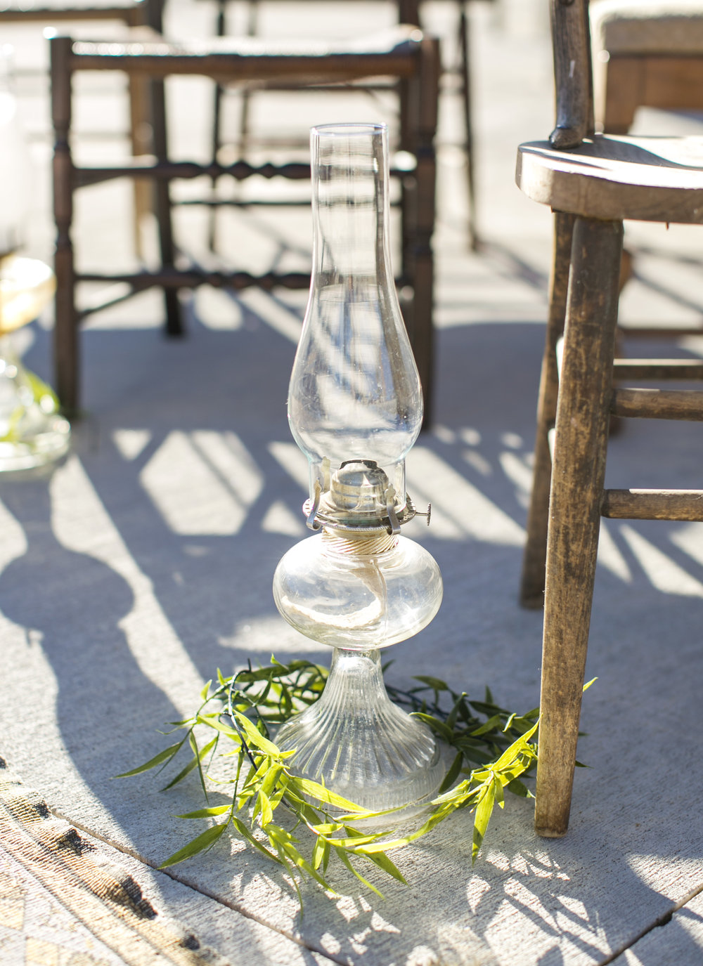 Oil lantern aisle decor