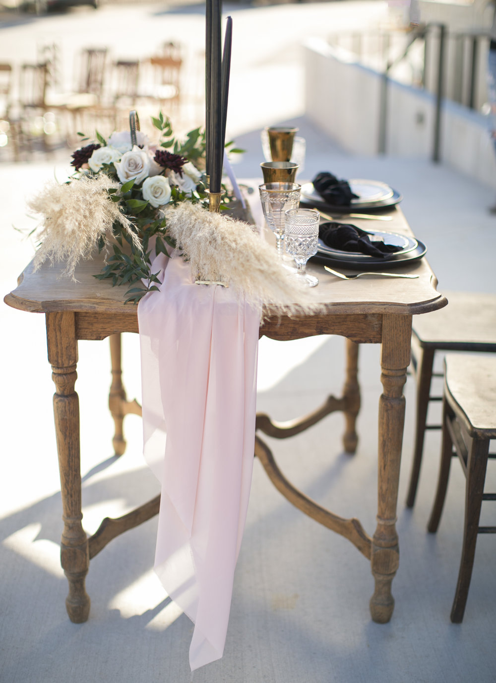 Black and blush sweetheart table