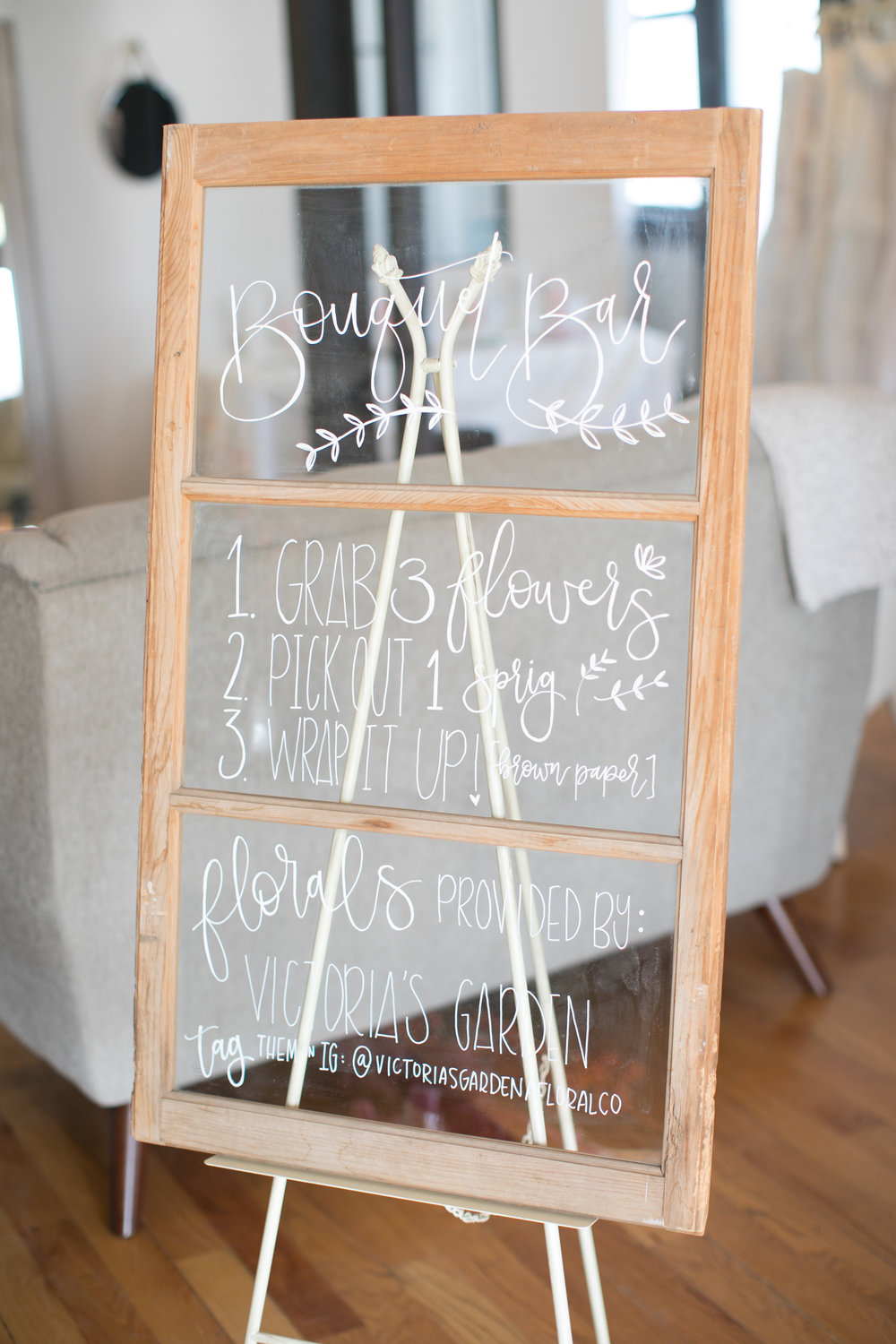 bouquet bar sign