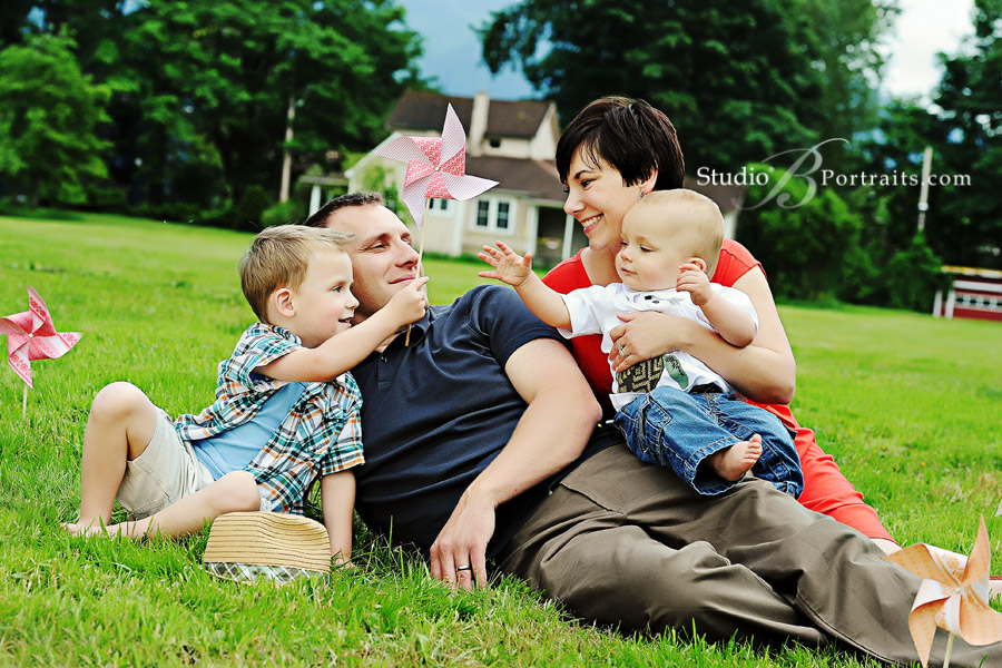 Beautiful-family-pictures-of-man-and-woman-playing-with-pinwheels-with-their-children