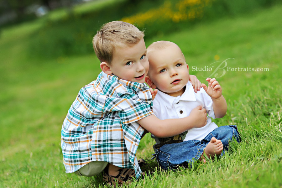 Little-brothers-in-the-grass-for-their-family-portraits-in-Issaquah-near-Bellevue-Washington