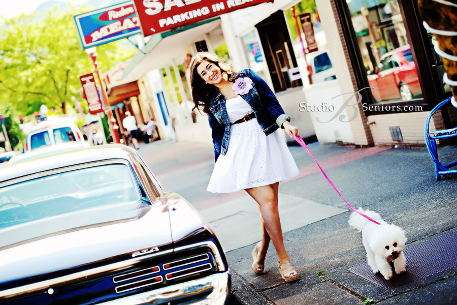 Senior-portraits-of-pretty-girl-walking-her-cute-dog-in-downtown-Issaquah