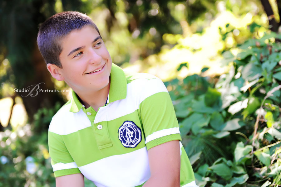 Cute-teen-boy-portraits-outdoors-in-Issaquah-near-Seattle