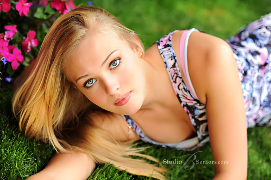 Fashion-inspired-senior-pictures-photographed-at-Bellevue-Hotel-by-Studio-B-Portraits-in-Issaquah