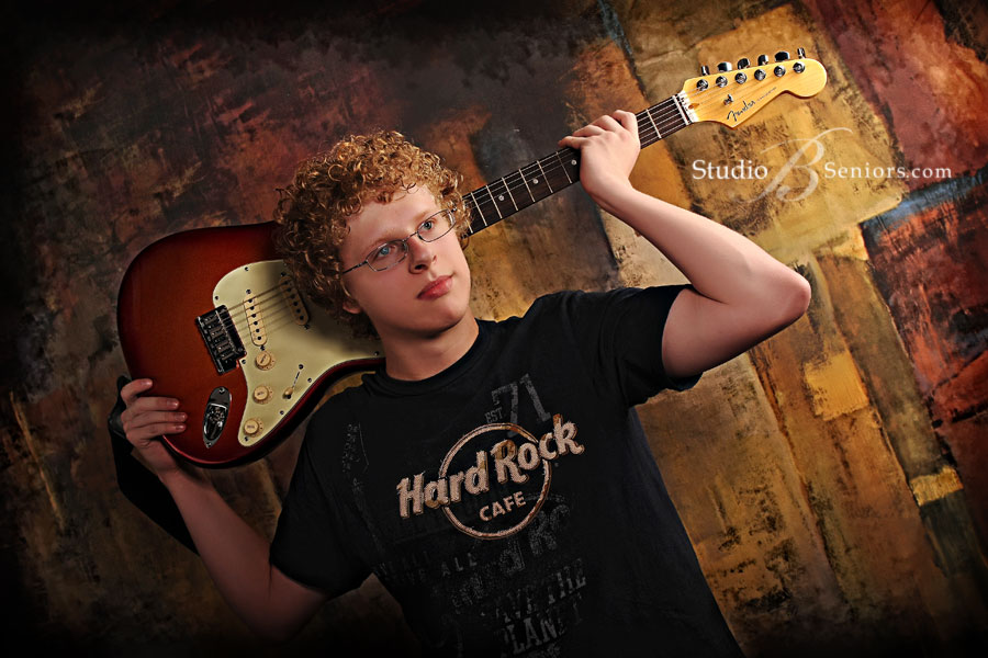 Eastlake High-school-senior-pictures-of-boy-with-his-guitar-on-his-shoulders