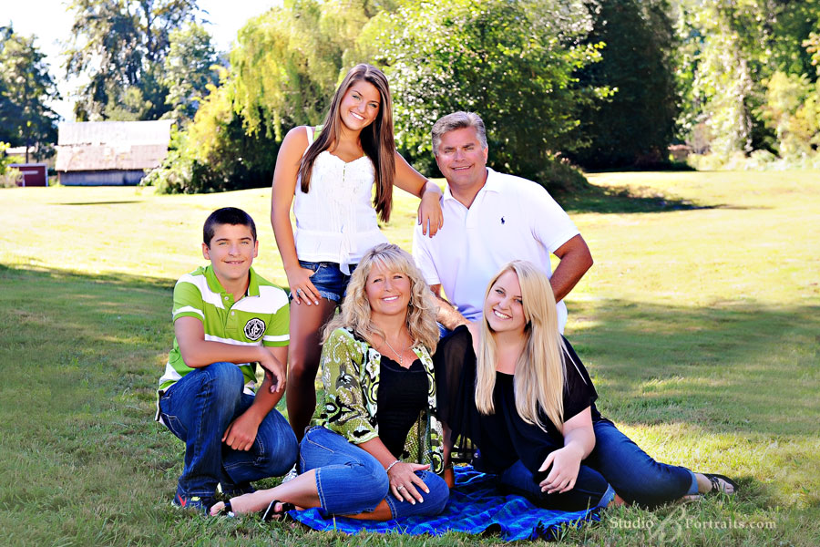 Modern-family-portraits-with-the-Critlow-Family-of-Seattle-photographed-in-Issaquah-WA