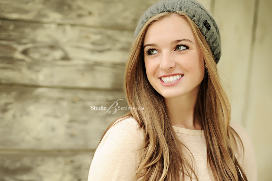 Bellevue-Senior-Pictures-of-Bellevue-High-School-Girl-Ava-at-Studio-B-in-Issaquah-outdoor-senior-pictures