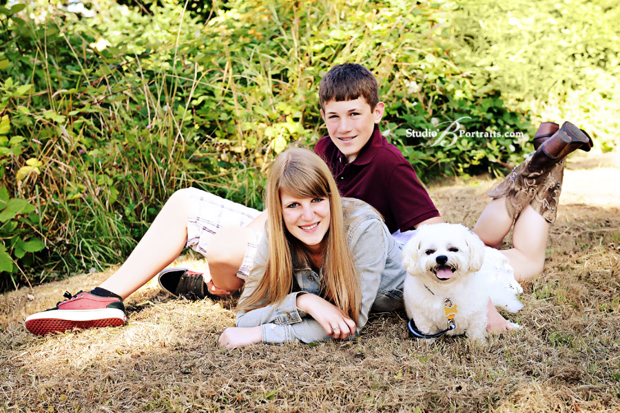 Family-portraits-in-Issaquah-park-of-teenage-boy-and-girl-outside