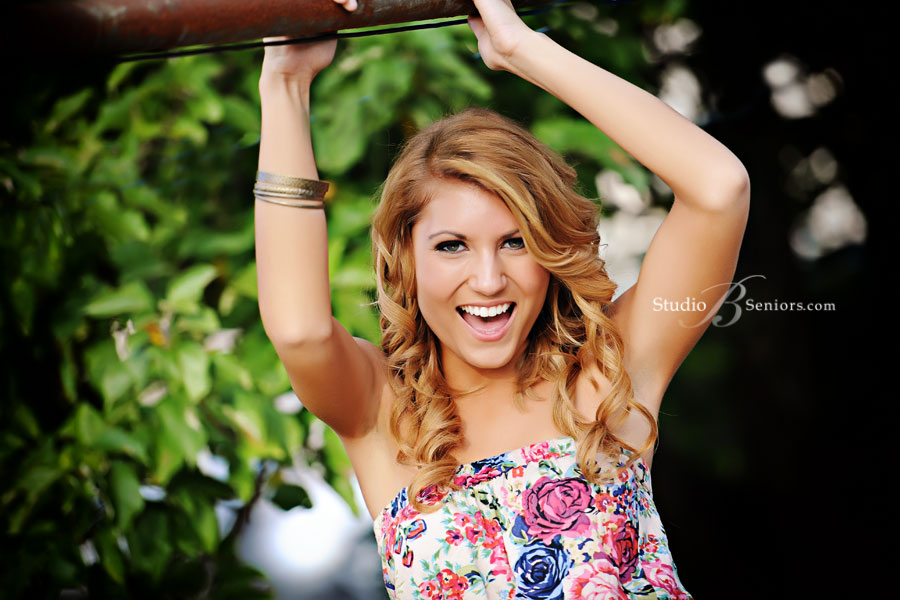 Forest-Ridge-Senior-Pictures-of-happy-blonde-2012-girl